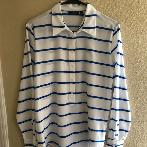 Apt. 9 Tops - Women's Apt 9 Blouse. Size Small.
